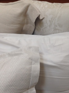 Details of the SDH Baton Rouge Bed - Pillows.